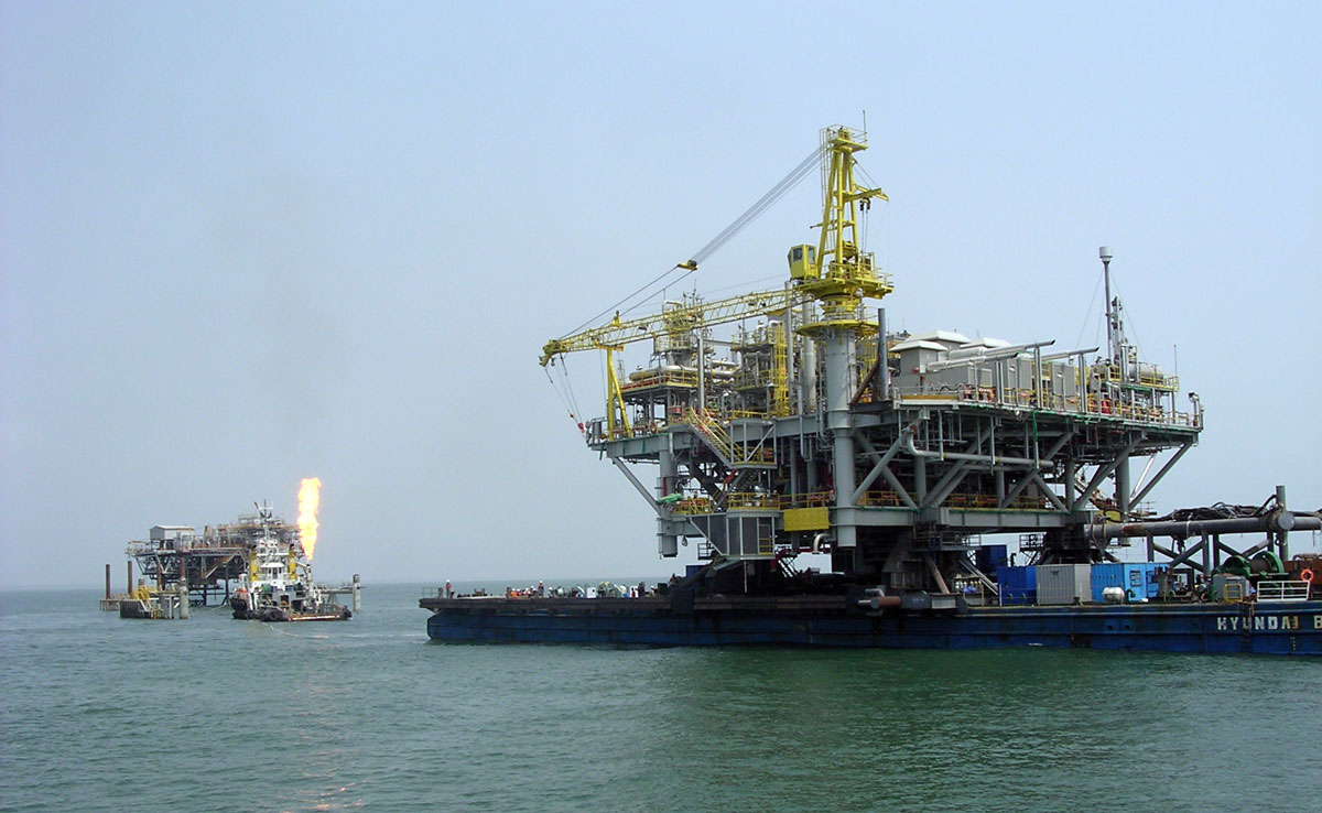 Offshore transportation and offshore installation